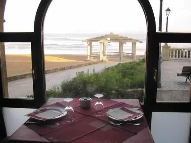 www.restaurantum.com_-_Restaurante_KA_Karlos_Arguiñano_-_Mesa_con_vistas_al_mar.jpg