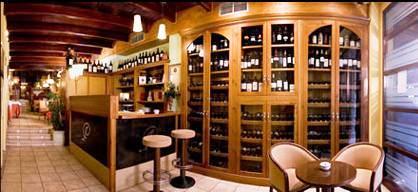 www.restaurantum.com_-_Restaurante_La_Cabaña_de_Alarcón_-_Bodega_y_entrada.JPG