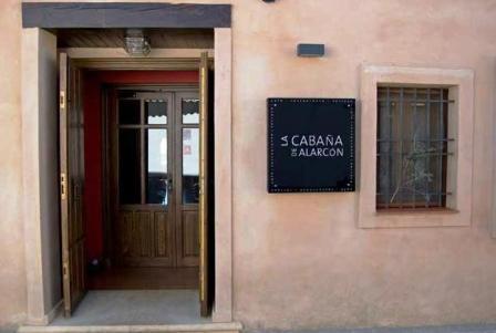 www.restaurantum.com_-_Restaurante_La_Cabaña_de_Alarcón_-_Entrada.JPG