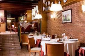 www.restaurantum.com_-_Restaurante_La_Cabaña_de_Alarcón_-_entrada_al_comedor.JPG