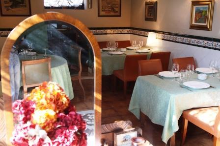 www.restaurantum.com_-_Restaurante_La_Caleta_-_Mesas.JPG