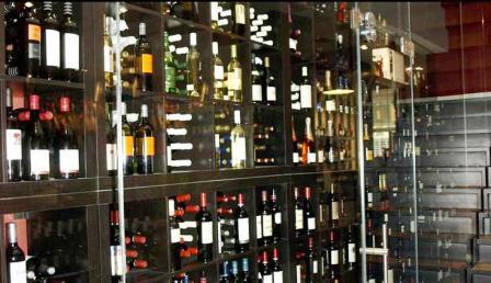 www.restaurantum.com_-_Restaurante_La_Reserva_12_-_Bodega.JPG