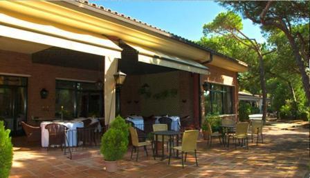 www.restaurantum.com_-_Restaurante_Les_Marines_-_Terraza.JPG