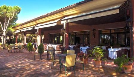 www.restaurantum.com_-_Restaurante_Les_Marines_-_Terraza_1.JPG