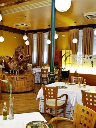 www.restaurantum.com_-_Restaurante_Lillas_Pastia_Huesca_-_La_comedor.jpg