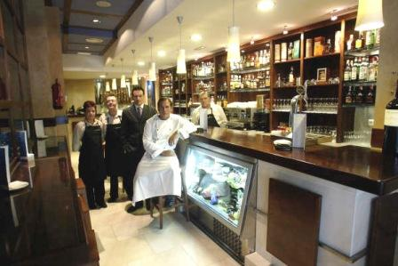 www.restaurantum.com_-_Restaurante_Manducare_-_Equipo_en_la_barra.jpg
