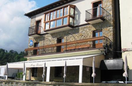 www.restaurantum.com_-_Restaurante_Mayflower_Getaria_-_Exterior.JPG