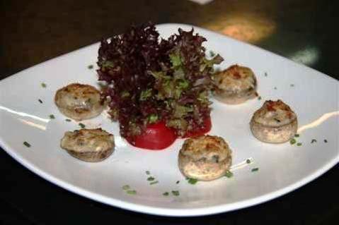 www.restaurantum.com_-_Restaurante_Sant_Martí_-_Entrante_-_Champiñones_Rellenos_de_Jamón_y_Gamba,_gratinados_con_parmesano.JPG