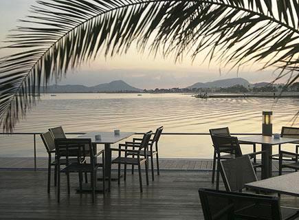 www.restaurantum.com_-_Restaurante_Stay_-_Vistas_al_mar_en_la_terraza_a_las_orillas_del_mar.jpg