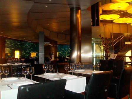 www.restaurantum.com_-_Restaurante_Submarino_Oceanografic_-_comedor.jpg