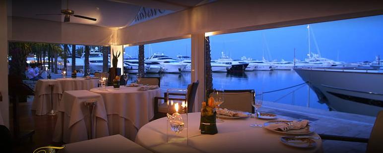 www.restaurantum.com_-_Restaurante_Trístan_-_Comedor_vistas_al_puerto.JPG