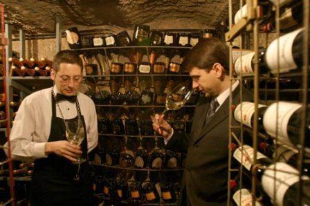 www.restaurantum.com_-_Restaurante_Via_Veneto_Barcelona_-_Bodega.jpg