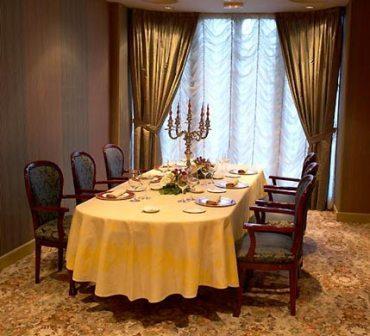 www.restaurantum.com_-_Restaurante_Via_Veneto_Barcelona_-_Comedor_1.jpg