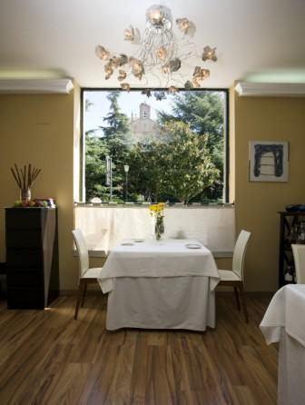 www.restaurantum.com_-_Restaurante_Victor_Gutierrez_-_mesa_con_vistas.jpg