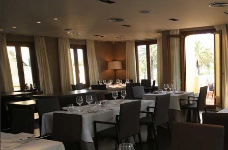 www.restaurantum.com_-_Restaurante_Villa_Alexander_-_Comedor_interior.jpg