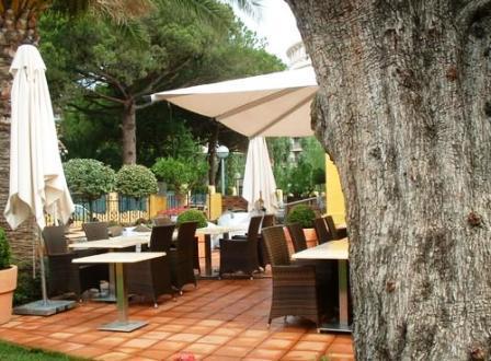 www.restaurantum.com_-_Restaurante_Villa_Alexander_-_Terraza.jpg