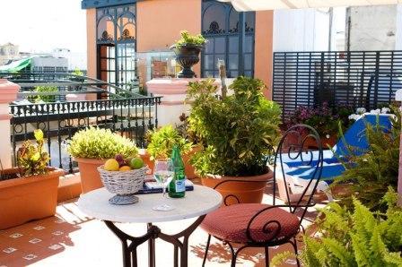 www.restaurantum.com_-_Taberna_del_Alabardero_-_Terraza_con_vista_a_la_giralda_1.jpg