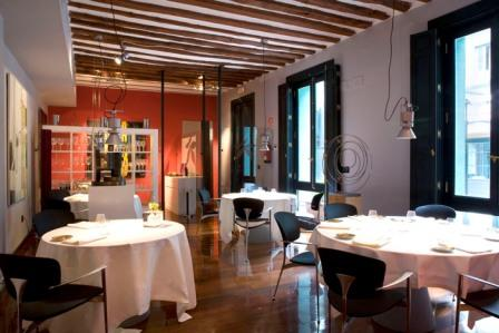 www.restaurantum.com_-_restaurante_-_alboroque_-_comedor_elegante_y_moderno.jpg