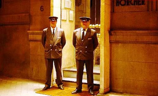 www.restaurantum.com_-_restaurante_Horcher_-_entrada.JPG