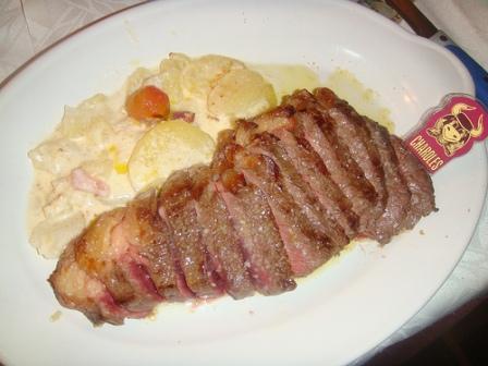 www.restaurantum.com_-_restaurante_charoles_-_buey_con_patatas_saboyardas.jpg